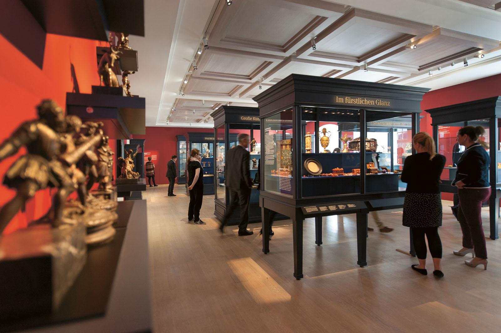 Lange Nacht der Museen Stuttgart - Landesmuseum Wuerttemberg Ausstellung Wahre Schaetze