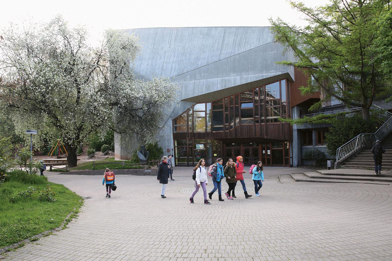Lange Nacht der Museen Stuttgart - Waldorfschule Uhlandshöhe Das Festsaalgebaeude
