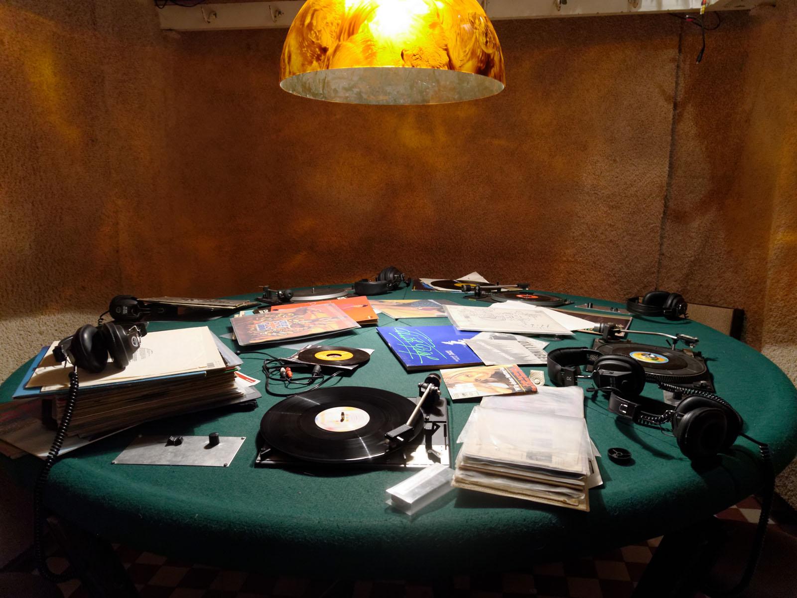 Lange Nacht der Museen Stuttgart - 77 Gare du Nord Roundtable DJing Vinyl